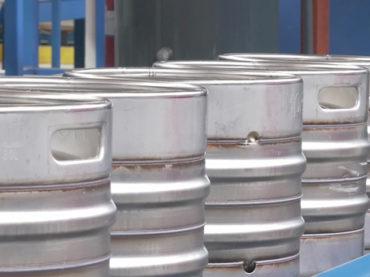 Hersteller von Edelstahl-Kegs nutzt neues Beizverfahren zur Qualitätsverbesserung